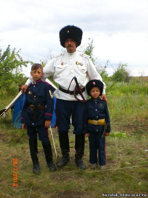 Атаман посольского хутора Колтубановский, сотник Ныч Валерий Владимирович с сыновьями