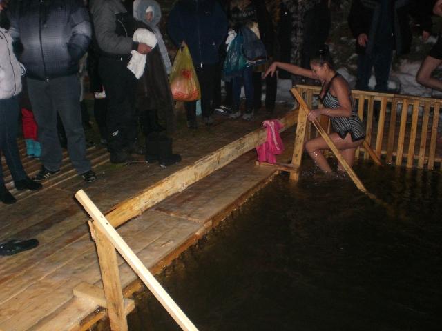 Бузулук место для купания оснащено лестницей с перилами, огорожено, спуск к воде