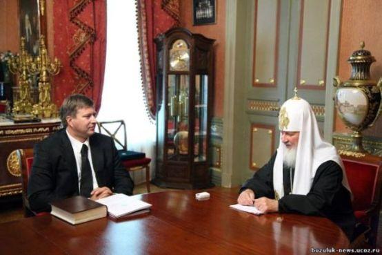 Дорогие часы на руке патриарха Кирилла